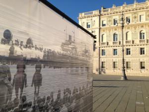 Un dettaglio delle strutture in piazza dell'Unità d'Italia